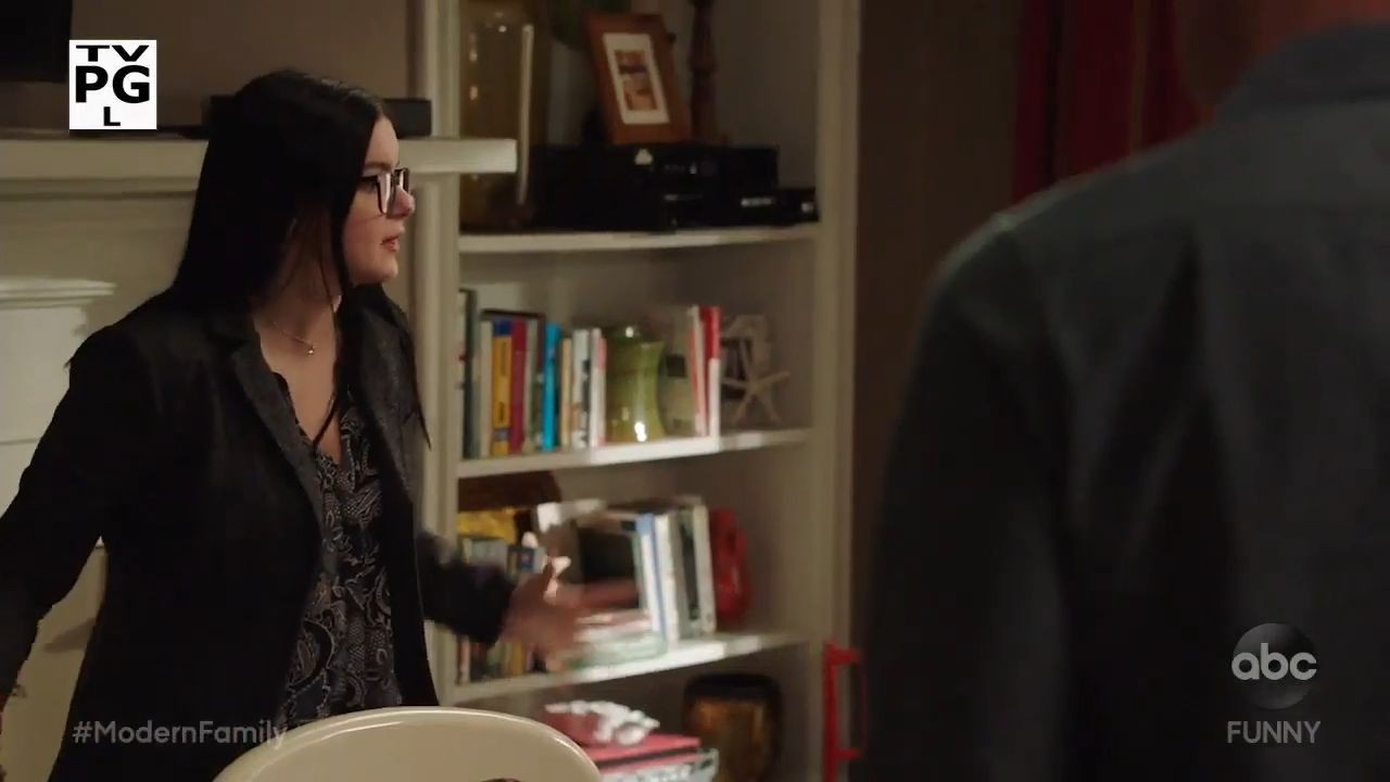 """Modern Family 10×07 Promo """"Did the Chicken Cross the Road"""""""
